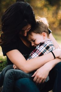 Woman holding her child. Emotional eating in Beachwood, Ohio 44122. Counseling for Mothers Counseling. Counseling for women. Therapy for weight loss. Stress eating in Ohio 44122